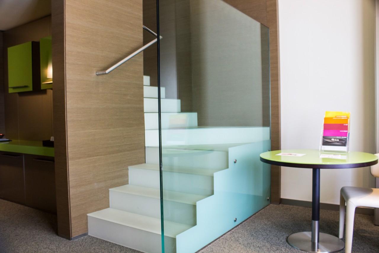 elegant la maisonnette est une chambre quadruple sur deux niveaux qui permet un groupe de quatre. Black Bedroom Furniture Sets. Home Design Ideas